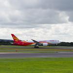 Hainan Airlines Boeing 787-8 B-2728 flight HU7904 to Beijing (6)